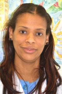 Queila Mª Nova Reyes - Auxiliar de Clínica